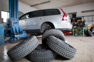 Lengvųjų automobilių ir sunkvežimių ratų montavimas ir balansavimas